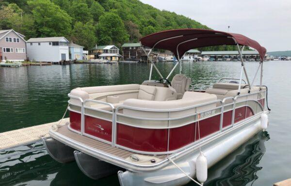 22 ft Bennington Triple Tube Pontoon Boat